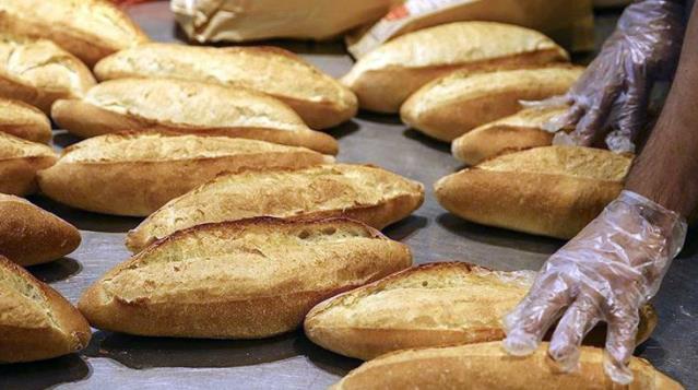Vatandaşlar bahane edip kısıtlamayı ihlal edince, ilçede pazar günleri ekmek satışı yasaklandı