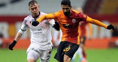 Galatasaray haberi: Tribünün yeni yıldızı Emre Akbaba